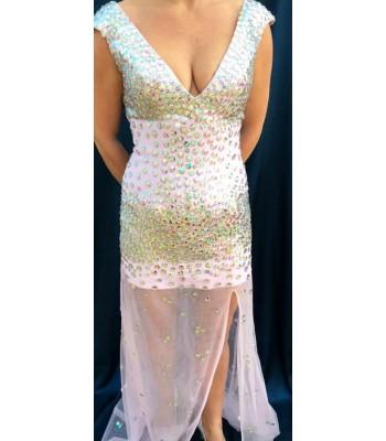луксозна бална рокля обсипана с кристали в бебешко розово