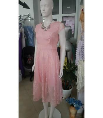 официална дантелена рокля в нежно розово