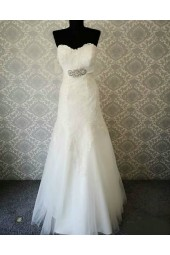 булчинска рокля тип русалка с красива декорация