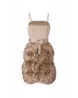 висококачествена маркова рокля с интересен екстравагантен дизайн