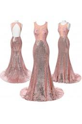 абитуриентска рокля обсипана с блясък в нежно розово с гол гръб