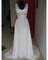 сватбена рокля в слонова кост с дантела и полугол гръб