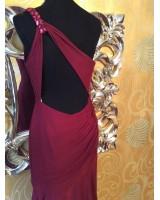 екстравагантна рокля с гол гръб в бордо