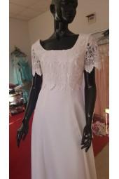 свободно - падаща маркова сватбена рокля с дантелени ръкави класически дизайн