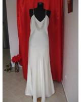 семпла сватбена рокля с тънки презрамки