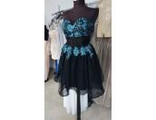 къса официална рокля в черно и тюркоаз с 3 пласта обем