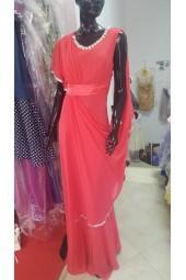 екстравагантна бутикова рокля с луксозен дизайн в нежен корал