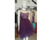 официална рокля с много обем и дантела
