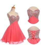 къса коралова рокля с декоративни кристали