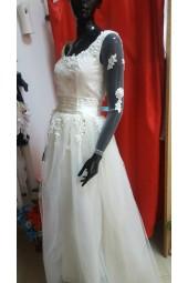 сватбена рокля с дантела и дълги ръкави