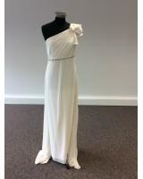 грациозна сватбена рокля с едно рамо и сияещо коланче
