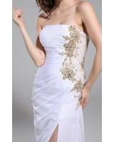 официална висококачествена рокля с декорация и цепка в бяло