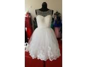 къса обемна рокля с перлен дизайн и дантела
