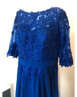 официална рокля с ръкави и дантелена декорация