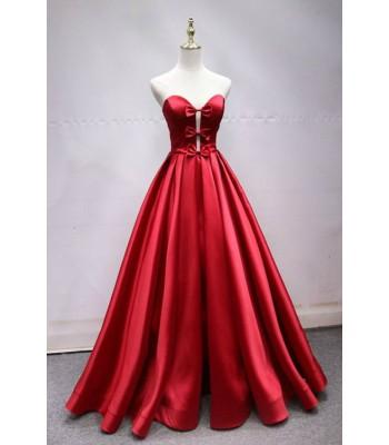 бална абитуриентска рокля от сатен с интересен дизайн 2020