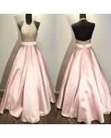 абитуриентска рокля с изтънчен и блестящ дизайн