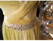 оригинална маркова рокля с камъни в смесена гама