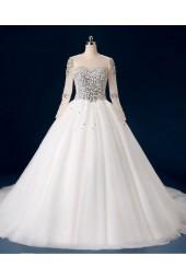 обемна цватбена рокля обсипана с перли и кристали