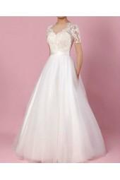 романтична булчинска рокля от тюл и дантела на разумна цена