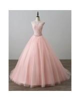 ултра обемна бална рокля в нежно розово на връзки