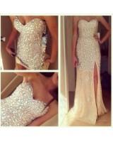 екстравагантна сватбена рокля в шампанско с декоративни кристали
