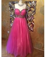 богато орнаментирана обемна рокля в 2 гами