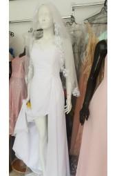 маркова луксозна рокля с дантела и цепка