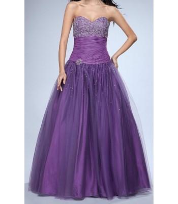 абитуриентска рокля с голям обем в лилава гама