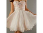 къса бална рокля в нежно розово