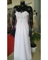 маркова булчинска рокля с цветя и малък шлейф подходяща за дребни булки