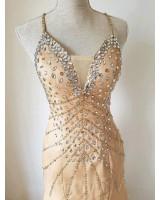 луксозна официална рокля с гол гръб в злато