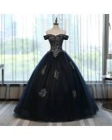 обемна бална рокля в готик стил