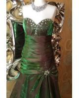 екстравагантна абитуриентска рокля в преливаща се гама хамелеон