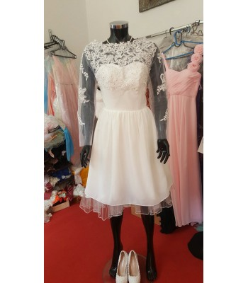 булчинска рокля с ретро дизайн и декорация от френска дантела в макси размер