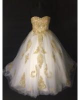 обемна рокля тип принцеса с луксозна златиста декорация