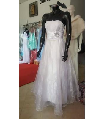 сватбена рокля на връзки декорирана с органза