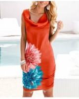 дамска рокля с флора мотив  пъстра и свежа