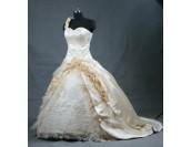 приказна богато декорирана рокля в шампанско