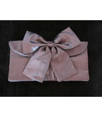вечерна чанта плик с панделка в сив металик сатен