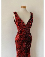 абитуриентска рокля с червени пайети 2021