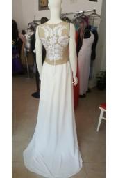 булчинска рокля с шлейф и дантелена декорация