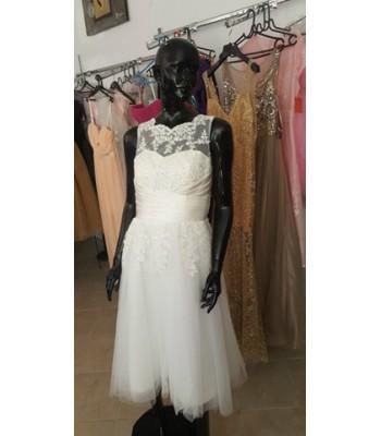 булчинска рокля с дантела и ретро дължина подходяща за всяка възраст и фигура