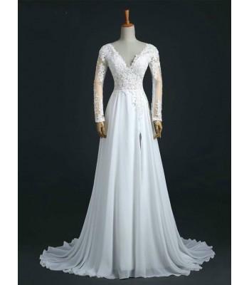 дълга сватбена рокля с цепка и дантелени ръкави