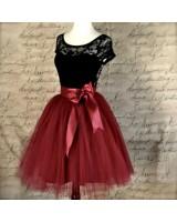 официална рокля с къс ръкав в луксозно бордо