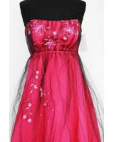 красива бална рокля с цветчета в бордо