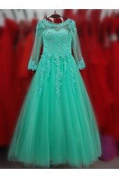 абитуриентска рокля по поръчка с висококачествена дантела и обем