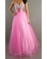 нежна абитуриентска рокля в романтично розово с кристалчета