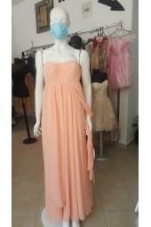 официална рокля в праскова подходяща и за прикриване на несевършенства