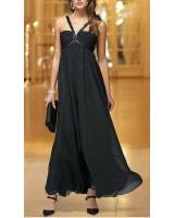 бутикова официална рокля в черно със семпъл луксозен дизайн