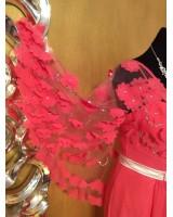 луксозна изтънчена рокля в корал с екстравагантен дизайн